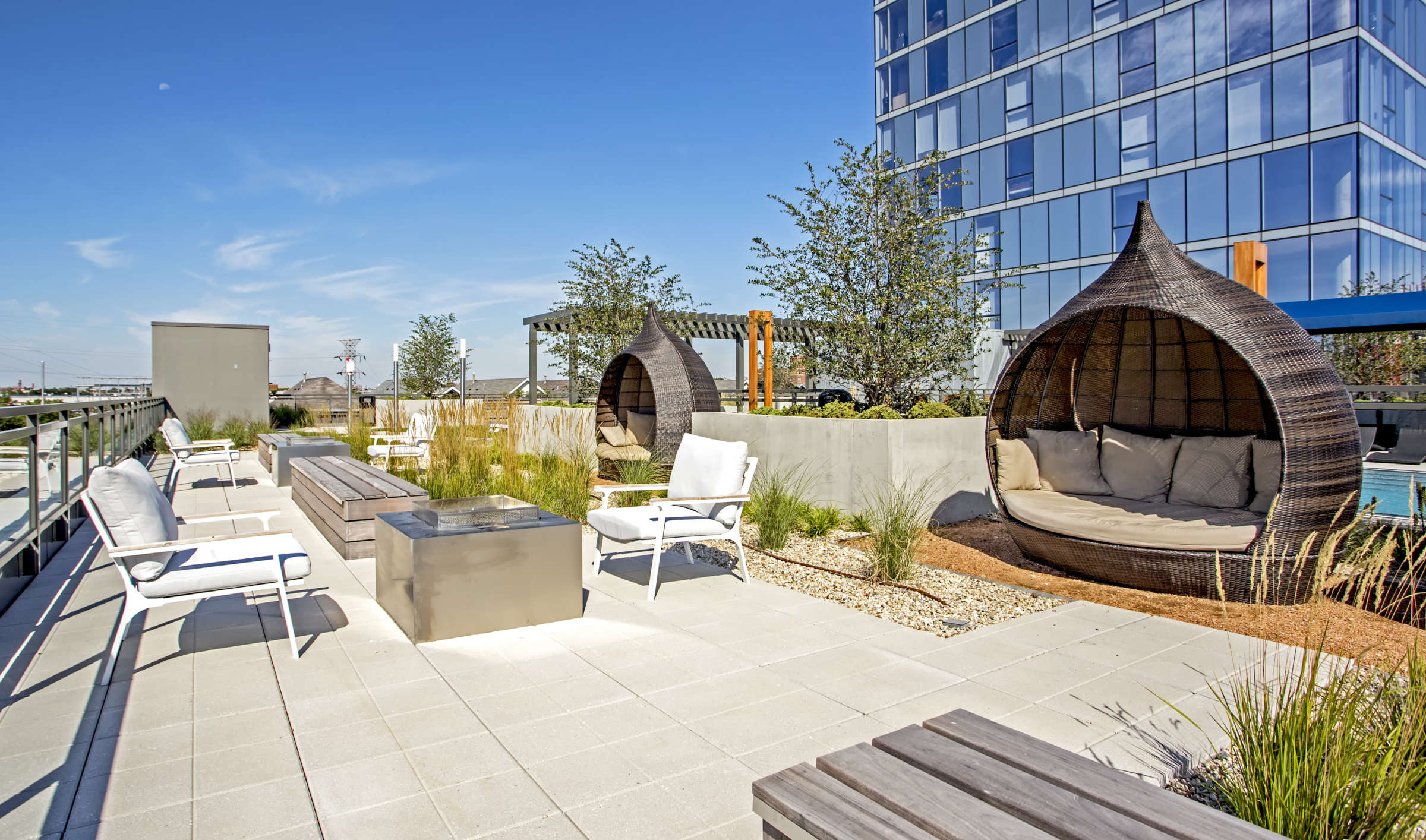 Lincoln Park Chicago Living - Xavier Apartments Luxury Rooftop Lounge