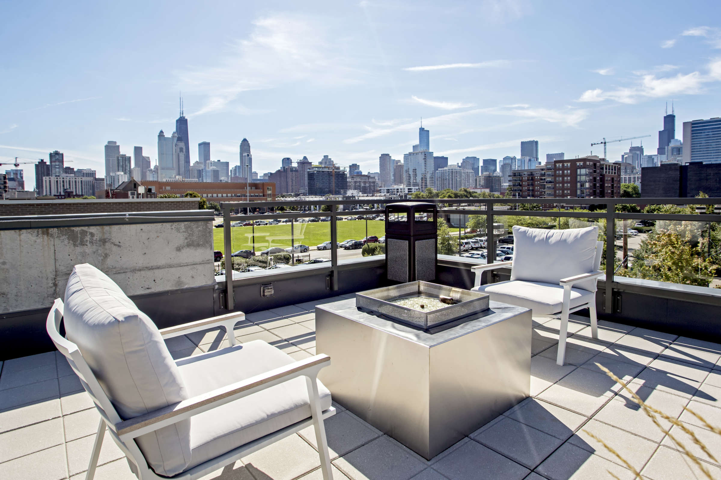 Lincoln Park Chicago Living - Xavier Apartments Rooftop Firepit