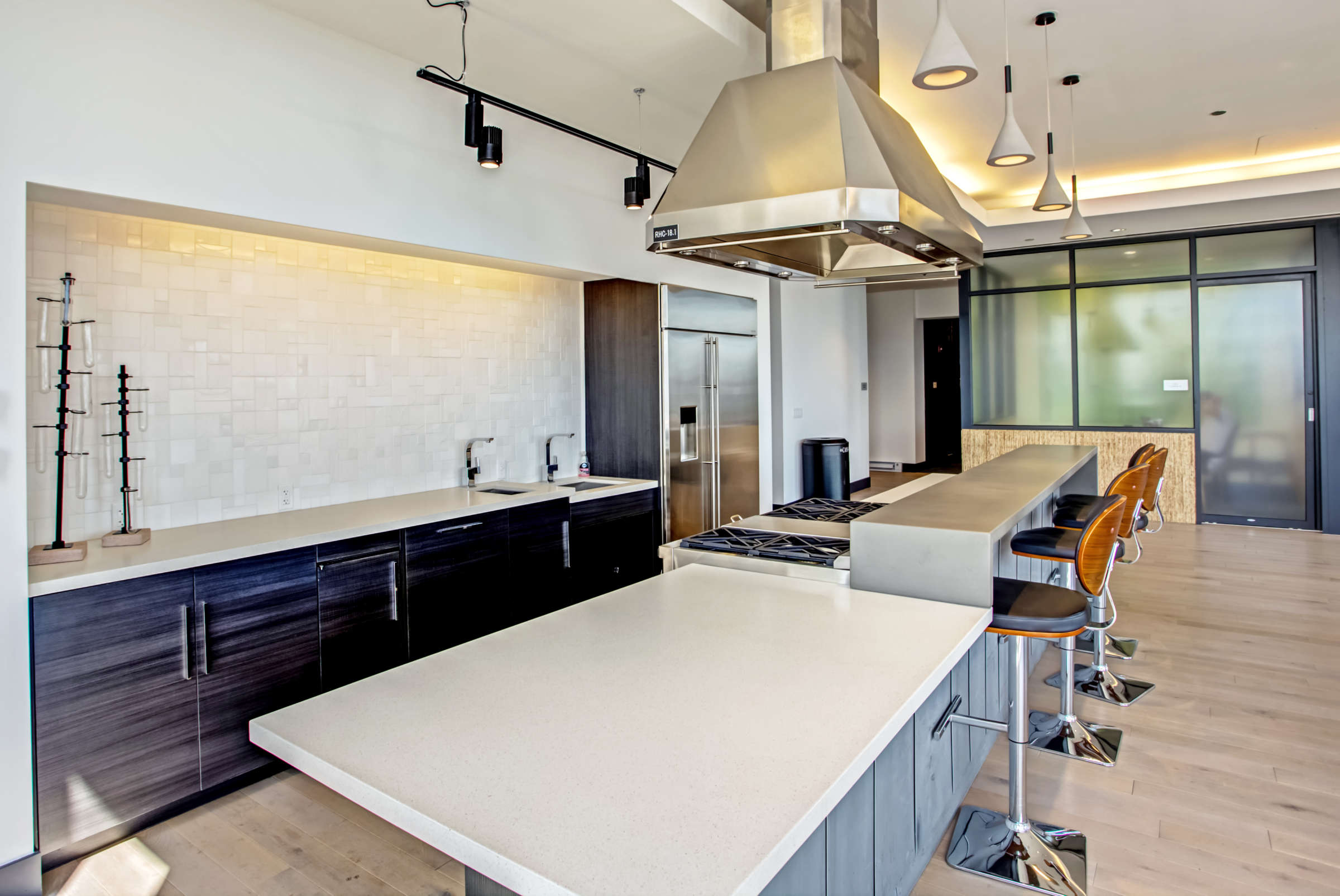Lincoln Park Chicago Living - Xavier Apartments Luxury Chef's Kitchen