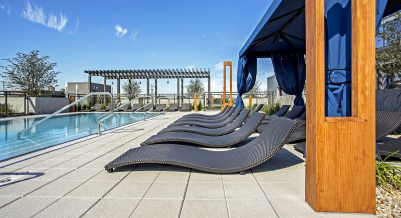 Old Town Chicago Living - Xavier Apartments Luxury Rooftop Pool
