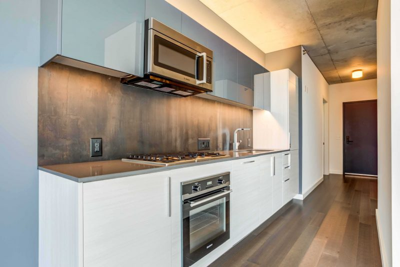 Old Town Chicago Luxury Living - Xavier Apartments Kitchen